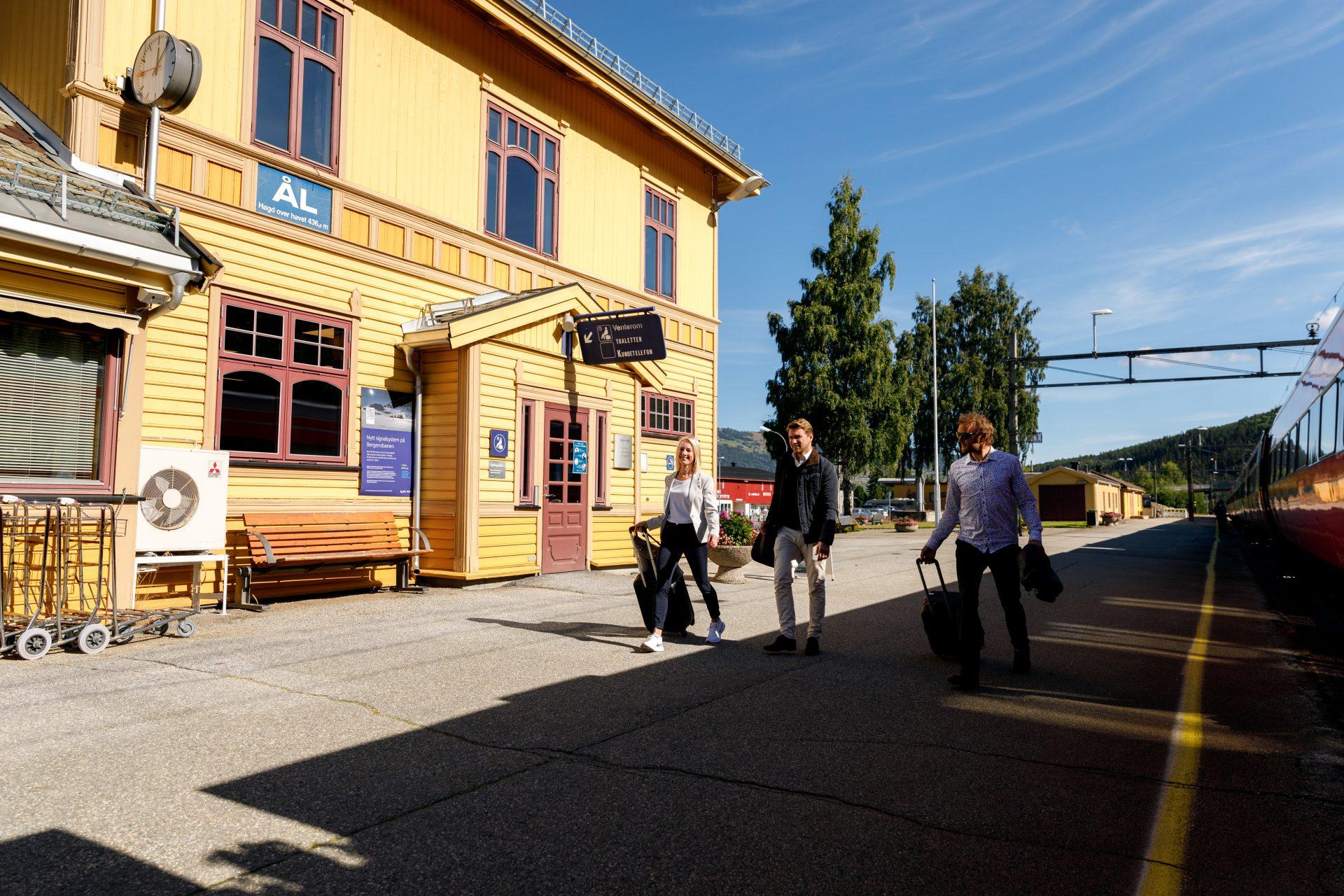 Med tog til Ål stasjon