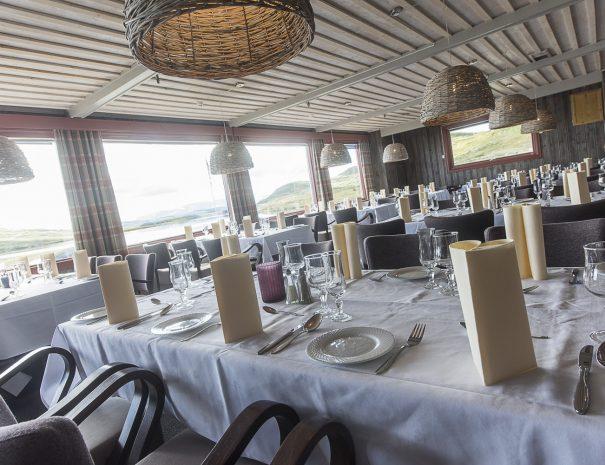 Nærbilde av oppdekt bord i spisesalen
